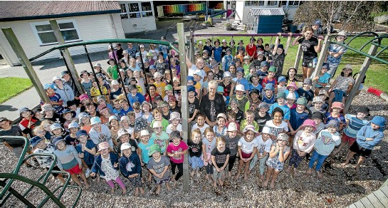 ?? WARWICK SMITH/STUFF ?? Halcombe School principal Sue Simpson, centre right, is retiring after more than 30 years at the primary school, saying: ''It's always been a lovely school . . . with wonderful families.''