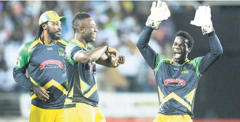 ?? RI­CARDO MAKYN/STAFF PHO­TOG­RA­PHER ?? Ja­maica Tallawahs play­ers (from left) Chris Gayle, An­dré Rus­sell and Chad­wick Wal­ton celebrate the fall of a wicket dur­ing a match against the Trinidad and Tobago Red Steel at Sabina Park on July 9.