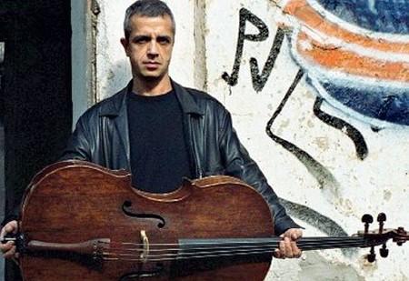 ??  ?? Artisti Anche i grandi nomi della musica come Giovanni Sollima, nell'iniziativa nazionale della rivista «Quinte Parallele»