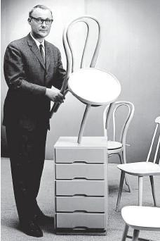 ?? Na snímku ze 60. let s židlemi a komodou IKEA. ?? Vše pro domácnost.