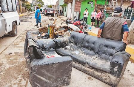 ?? ORLANDO SALINAS/EL SOL DE TOLUCA ?? Para la basura quedaron estos muebles