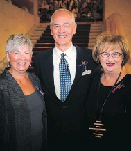 ?? PHOTOS BY ASHLEY FRASER ?? Salus fundraisin­g committee member Vicki Henry, board member Dwayne Wright and Ellen Wright.