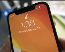 ??  ?? The iphone 12 sticks with the notch.