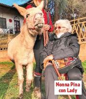 ??  ?? Nonna Pina con Lady