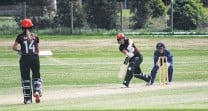 ?? PHOTO: REBECCA RYAN ?? On the front foot . . . Canterbury captain Frances Mackay plays a shot on her way to a huge hundred during a oneday game against Otago in Oamaru on Saturday. Sparks wicketkeeper Polly Inglis and Canterbury batswoman Emma Kench watch.