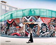 ??  ?? The Caver foi um dos artistas de rua convidados a colorir Estarreja no ESTAU – Festival de Arte Urbana