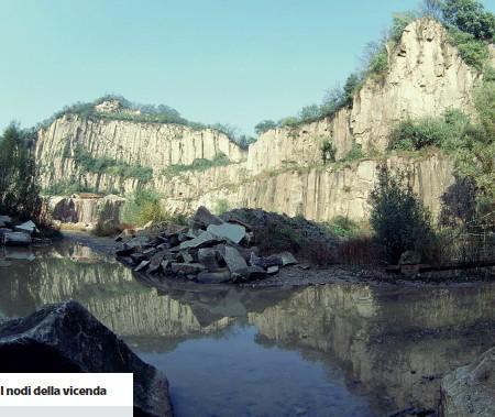 ??  ?? ScavatoLa cava a Montemerlo, nel comune di Cervarese Santa Croce sui Colli Euganei, in provincia di Padova, in pieno parco regionale