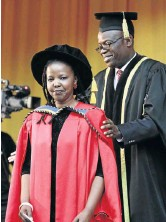 ?? /LULAMILE FENI ?? Nompumelel­o Kapa receives her doctorate degree at a ceremony at the University of Fort Hare.