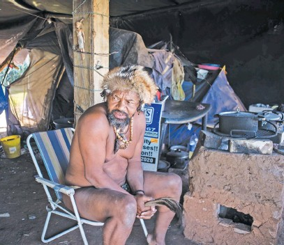 ?? Picture: Jacques Nelles ?? HEAR US OUT. King Khoisan SA at his camp on the lawns of the Union Buildings in Pretoria in June. Minister Patricia de Lille has ordered that plans to evict the protesters be put on ice.