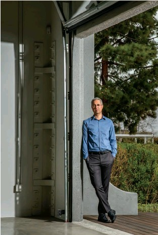 ??  ?? Photo Finisher Cloudinary CEO and cofounder Itai Lahan stands outside a folding door at its California headquarters, which was once leased to a Nissan R&D center. Almost a million developers now use his software.