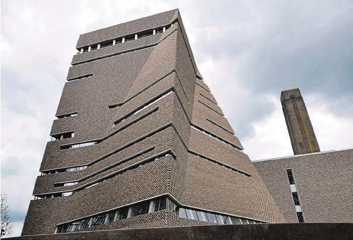 ?? Jacques Herzog a Pierre de Meuron jsou autory rekonstrukce staré elektrárny na galerii Tate Modern. Nyní přidali ještě novou věž. Vše se nachází na jižním nábřeží Temže. FOTO ČTK ??