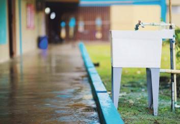 ?? Tonito.zayas@gfrmedia.com ?? PROTOCOLO. Equipo de desinfección, así como el distanciamiento en salones y pasillos, la ubicación de estaciones de lavado de manos y un sistema de ventilación adecuado son varias de las medidas para la vigilancia contra el COVID-19.