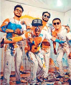 ??  ?? MÚSICA. Integrantes de la banda en la grabación de su último sencillo.