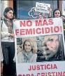 ??  ?? Protesta. Familiares y amigas rechazaron el crimen de Palacio.