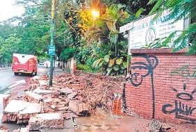 ??  ?? En la escuela República de Panamá, la muralla se vino abajo con las lluvias.