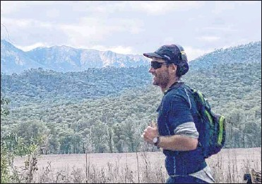 ??  ?? THE LONG WAY HOME: Murray Pearce nearing the end of a 375km run that raised more than $21,000 for spinal cord injury after recovery from a broken neck.