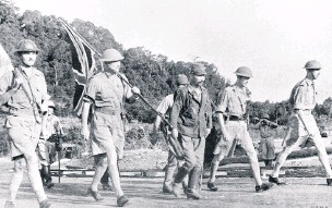 ?? IWM ?? ●● British commander Lieutenant-General Percival (far right) on his way to negotiate the surrender of Singapore, 15 February 1942