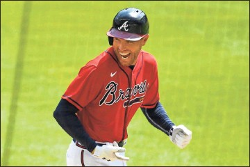 ?? AP - John Amis, file ?? Braves first baseman Freddie Freeman was a late arrival at spring training after his family welcomed two new baby boys — one delivered by his wife, Chelsea, and the other delivered by a surrogate mother.