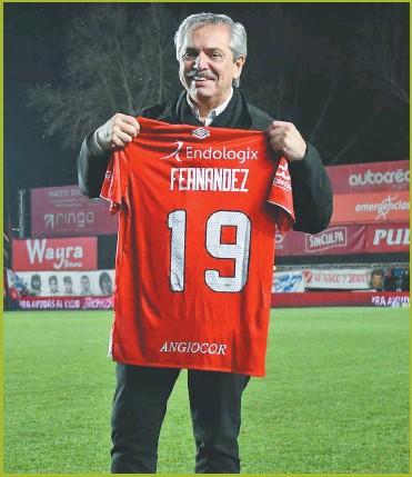 ?? CEDOC PERFIL ?? DEL BICHO. El presidente Alberto Fernández quiere emitir partidos gratis por la TVP.