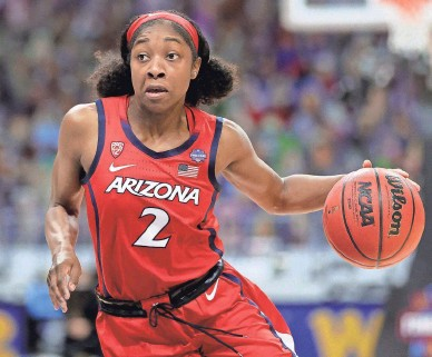 ?? CARMEN MANDATO/GETTY IMAGES ?? Aari McDonald of Arizona brings the ball upcourt against Stanford in the National Championsh­ip game of the 2021 NCAA Women's Basketball Tournament at the Alamodome on April 4 in San Antonio, Texas.
