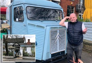 ?? John Mahoney ?? ●●Fed-up pub boss Steve Pilling can't get his staff to serve out of this haunted snack van at The Moortop in Stockport.