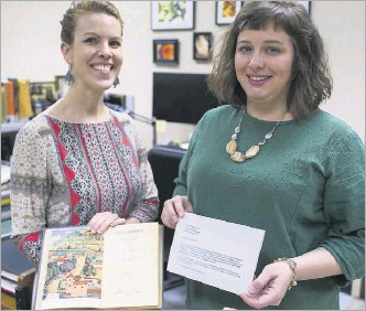 ?? Kara Dry/special Contributor ?? Laurel Crawford (left), head of collection development, and Morgan Gieringer, head of special collections, held the copy of The Hobbit and the letter.