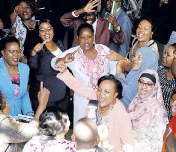 ?? /JACK OWUOR ?? Women MPS protest the shoot­ing down of the Gen­der Bill at the Par­lia­ment lobby on Fe­bru­ary 27, 2019