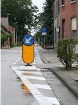 ?? FOTO RR ?? Het rubberen paaltje maakt de situatie voor fietsers heel wat veiliger.