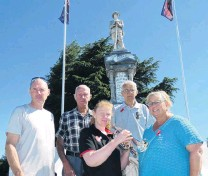 ?? PHOTO: SIMON HENDERSON ?? Not forgotten . . . Alexandra residents (from left) Mark Davies, Jim Kennedy, Christine Wright, Tom Woodford and Jude Parbhu take a moment to remember the fallen at Alexandra War Memorial yesterday.