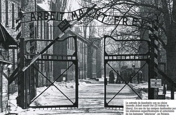 """??  ?? La entrada de Auschwitz con su cínica leyenda: Arbeit macht frei (El trabajo te libera). Era uno de los campos destinados por los alemanes específicamente al exterminio de los humanos """"inferiores"""", en Polonia."""