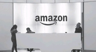 ?? MARK LENNIHAN/ASSOCIATED PRESS ?? During its re:MARS conference in Las Vegas last week, Amazon unveiled a robotic package-handling system used in some of its warehouses. Additional robots and people are expected to join the endeavor.