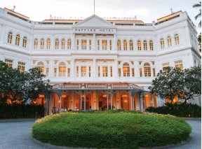 ??  ?? ABOVE: Opened in 1877 Singapore's Raffles Hotel
