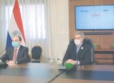 ??  ?? El canciller Antonio Rivas (izq.) y el presidente Mario Abdo, en el contacto virtual con la Unión Europea. Fue en Mburuvicha Róga.