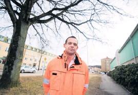 """?? Bild: Edvin Bergström ?? """"Jag har ju varit i Göteborg och sett hur de ligger och skräpar"""", säger Fredrik Stengavel, gatu- och parkchef i Uddevalla, om de nya fordonen. Samtidigt ser han möjligheter om något elsparkcykelföretag skulle satsa i Uddevalla."""