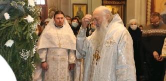 ??  ?? Рождественские колядки в исполнении сборного мужского хора из Пинска.