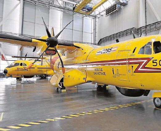 ?? // J.M. SERRANO ?? Imagen de dos C295 en la planta de San Pablo, donde se realiza la mayor parte de la fabricación de esta aeronave