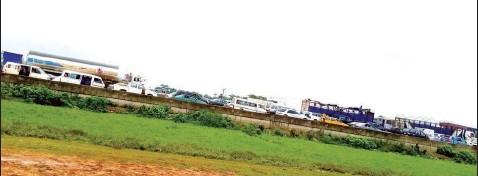 ??  ?? Traffic on Long Bridge along Lagos- Ibadan Expressway