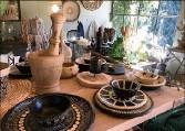 ??  ?? Réalisées par des femmes de Sejnane (Tunisie) ces poteries sont peintes par une artiste du Cannet.