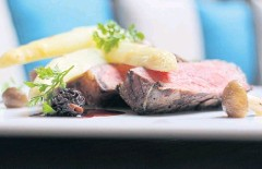 ??  ?? White asparagus promotion at Madison steakhouse, Anantara Siam hotel.