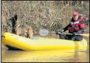 ??  ?? SCOUR­ING RIVER: War­rant Of­fi­cer Jac­ques Swartz and po­lice dog Thabo search for Buys's body
