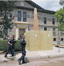 Pressreader Santa Fe New Mexican 2020 06 23 Obelisk In Plaza Vandalized
