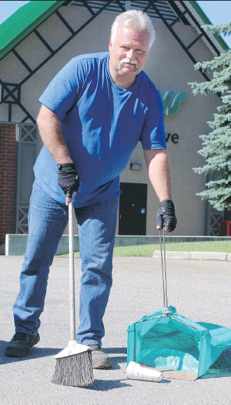 ?? LORRAINE HJALTE/ CALGARY HERALD ?? Brian Winch is the operations manager at Quality Maintenance Inc. The 30 year- old company picks up litter from strip malls and other commercial properties.