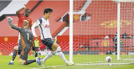 ?? (Photos: AFP) ?? Tottenham Hotspur's South Korean striker Son Heung-min (right) scores his team's fourth goal during the English Premier League football match between Manchester United and Tottenham Hotspur at Old Trafford in Manchester, north-west England, yesterday.