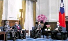 ?? —REUTERS ?? ALL THE PRESIDENT'S MEN Former US Sen. Chris Dodd, AIT director Brent Christensen, former US Deputy Secretaries of State Richard Armitage and Jim Steinberg attend a meeting with Taiwan President Tsai Ing-wen (not pictured) at the presidential office in Taipei on April 15.