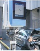 ??  ?? Der Laserscanner erstellt ein genaues Abbild von Auto und Umgebung.