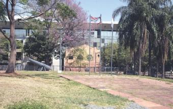 ??  ?? Los congresistas pretenden sacar a la Municipalidad de Asunción la Plaza Eligio Ayala y no está definido el fin. Ya se tiene la aprobación de ambas cámaras y el proyecto pasó al Ejecutivo.