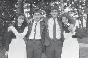 ?? Фото Imgir.ru ?? В советские времена школьники ходили на уроки в форме, одинаковой для всех.