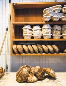 ?? Ja­son Henry / Spe­cial to The Chron­i­cle 2014 ?? Fresh- baked bread is on dis­play dur­ing a Septem­ber brunch at Bar Tar­tine, which will be sold to its chefs.