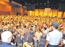 ??  ?? Asambleas de grandes cooperativas reúnen a miles de socios.