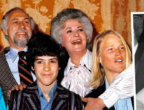 ??  ?? Above: Bea with her director husband Gene Saks and their sons Danny and Matthew (right) in 2006. Below: Career-driven Betty joined The Mary Tyler Moore Show from 1973 to 1977.